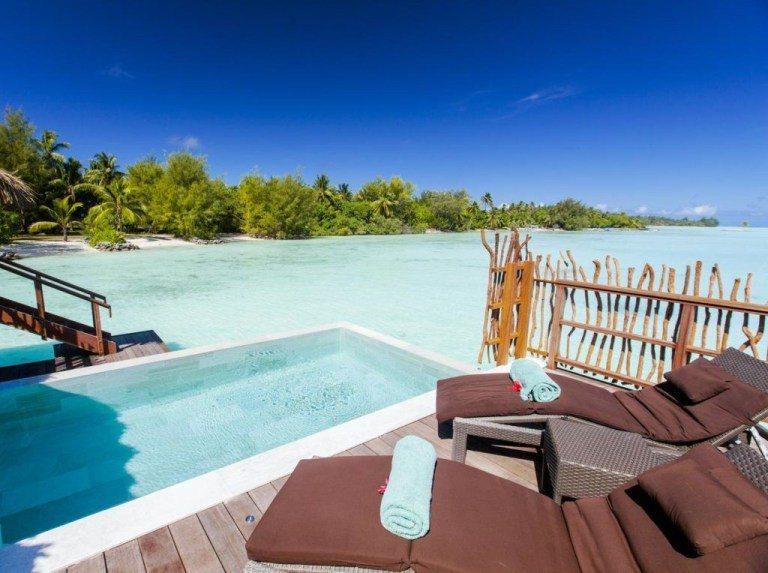 這是普通的泳池水上屋,隱私度稍為低一點,但面向海灘的景觀也很不錯。(Photo ...