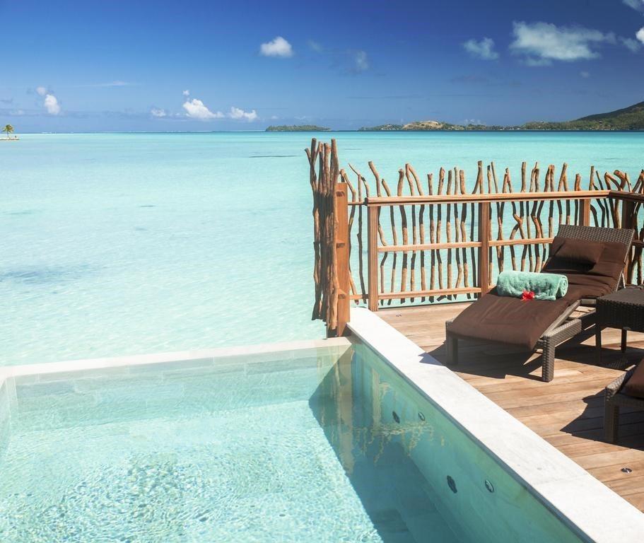 Premium Overwater Pool Villa的景觀,是望向波拉波拉主...