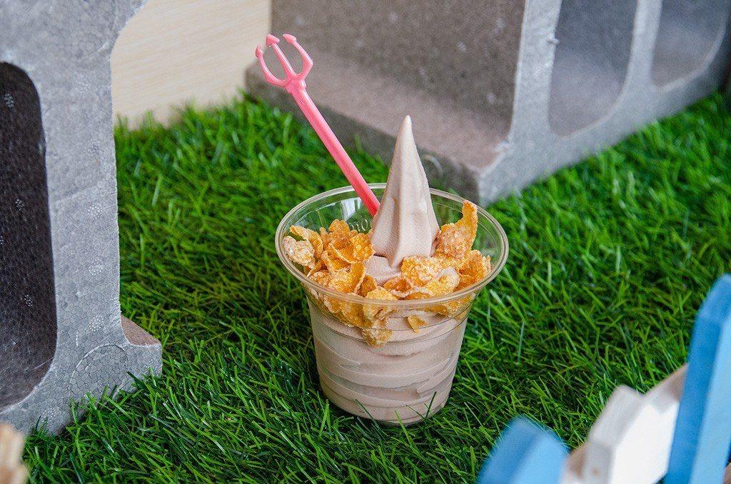 (圖/台灣旅行趣) ▲杯裝還能選擇玉米脆片或是再加一顆雞蛋糕,讓霜淇淋不孤單。