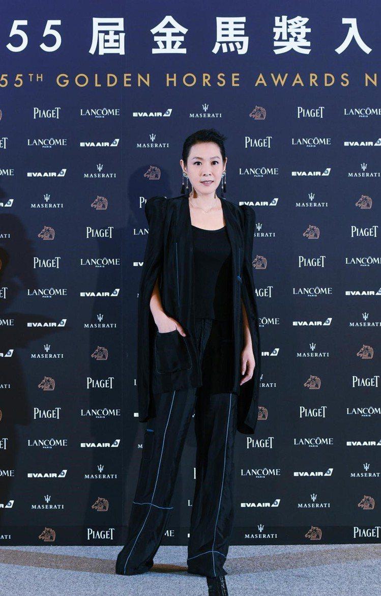 劉若英身穿LOEWE 2018秋冬女裝展現知性氛圍。圖/LOEWE提供