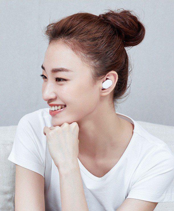 真無線雙耳入耳式設計,是目前相當熱門的藍牙耳機趨勢。圖/摘自小米大陸官網
