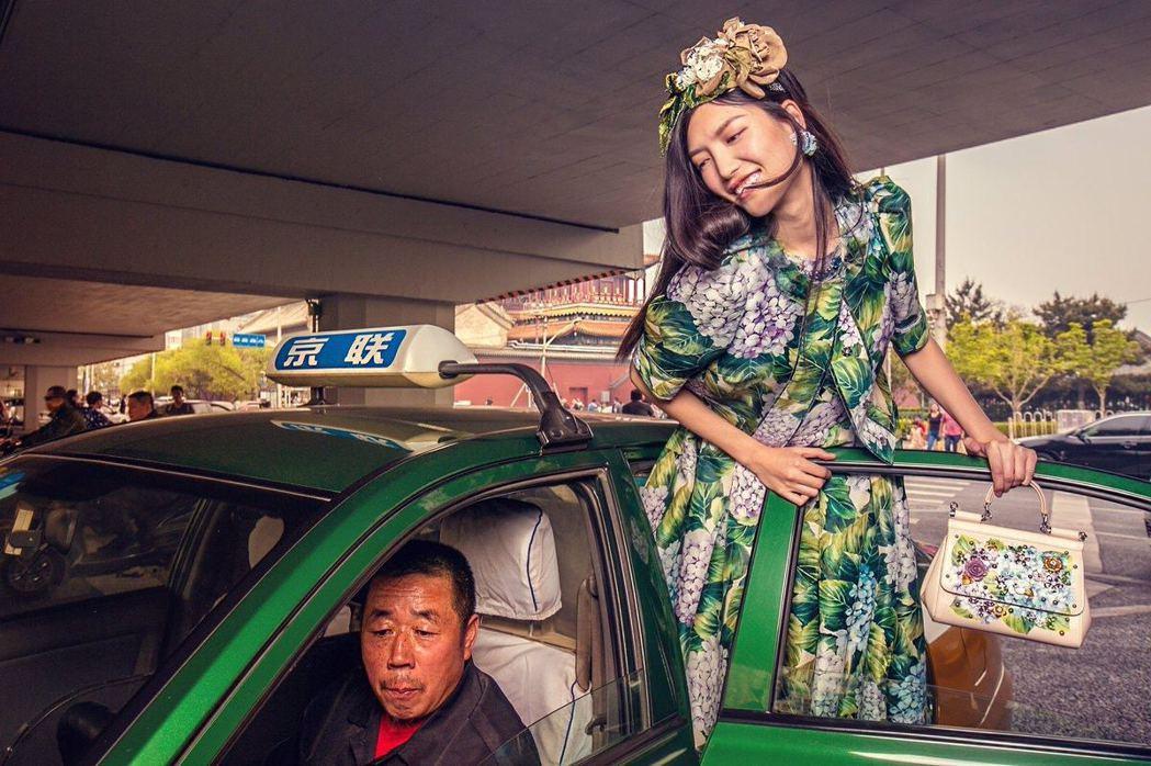 Dolce & Gabbana 2017年在北京所拍攝的一系列照片已引發相當爭議...