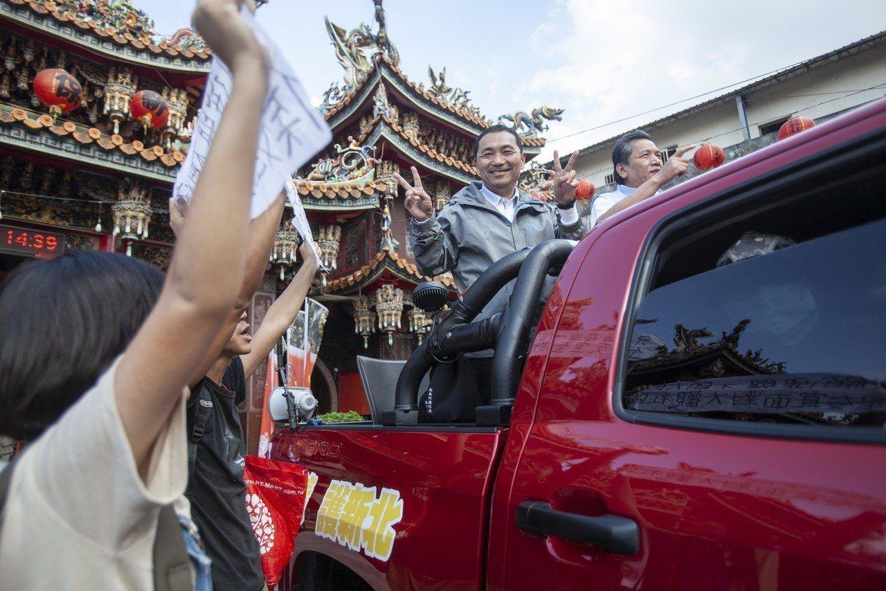 國民黨新北市長候選人侯友宜今下午在新莊地區進行車隊掃街,車隊還未出發,就遭到大觀...
