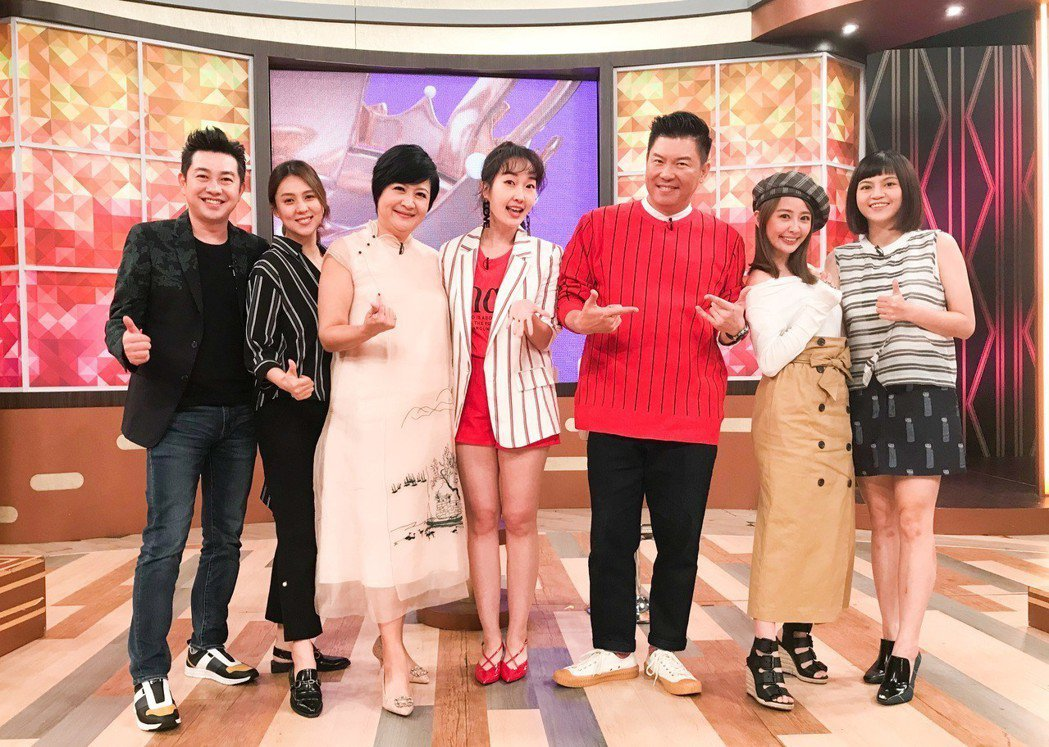 崔佩儀(左三)日前上衛視「一袋女王」。圖/衛視中文台提供