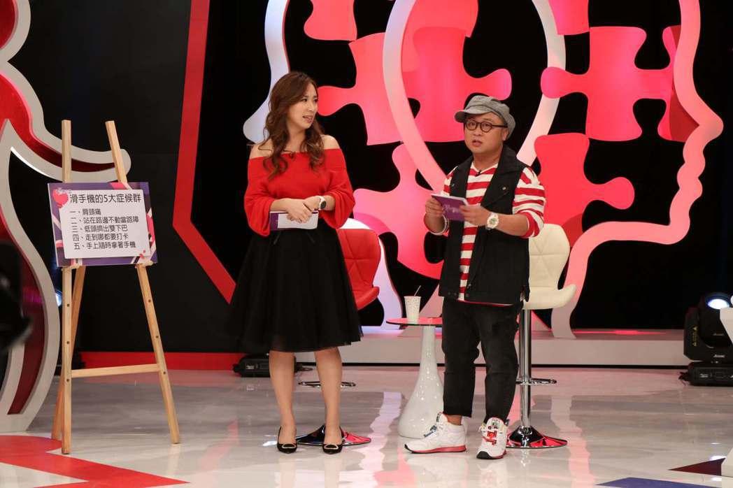 納豆和御姐愛搭檔主持新節目。圖/狼谷競技台提供