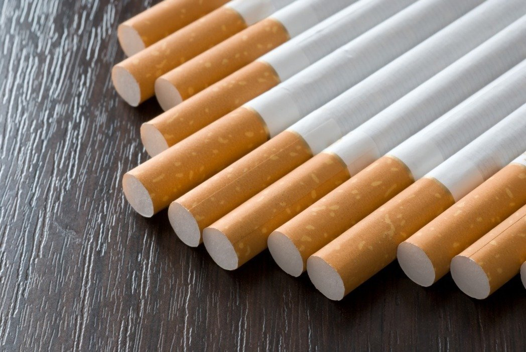 反菸團體董氏基金會今天痛批「可恥」,若把菸價降低而「買票」,無疑是把國人及青少年...
