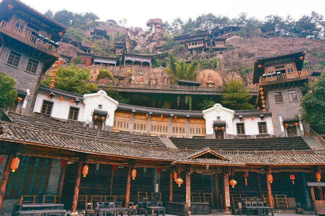 梅州客天下景區的「客家小鎮」,展示各種客家建築、飲食及民俗。 記者胡明揚/攝影、...
