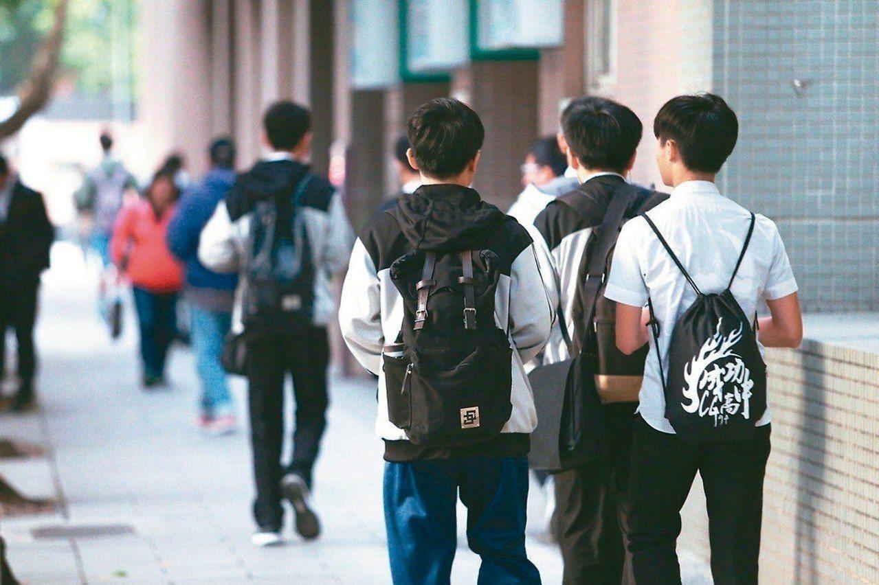 111學年度大學繁星推薦採計考生在校成績範圍,將擴大採計至高三上學期。圖/聯合報...