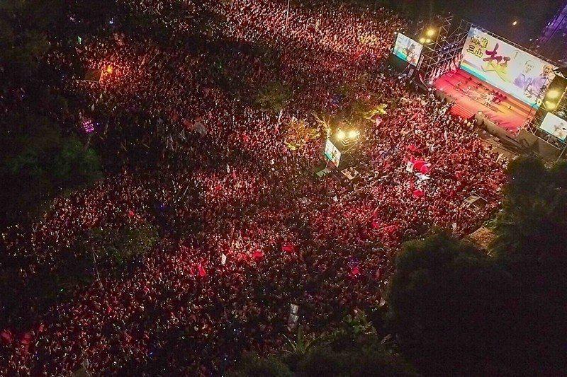 11月14日,國民黨高雄市長候選人韓國瑜舉行岡山造勢晚會。 圖/聯合報系資料照片