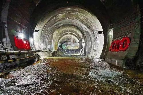 川藏鐵路部分路段的隧道 (澎湃新聞)