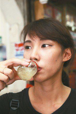 飲料品內含固形量總量18%以上者免課貨物稅。 (本報系資料庫)