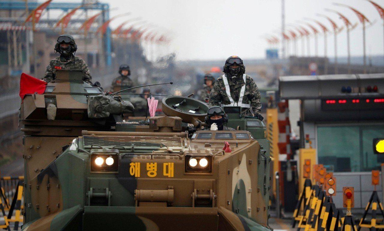 美韓聯合軍演明年規模將縮減。圖為韓國海軍陸戰隊的兩棲攻擊車。 路透社