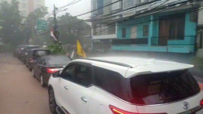 印尼首都雅加達今下起冰雹。 圖/擷自tribunnews