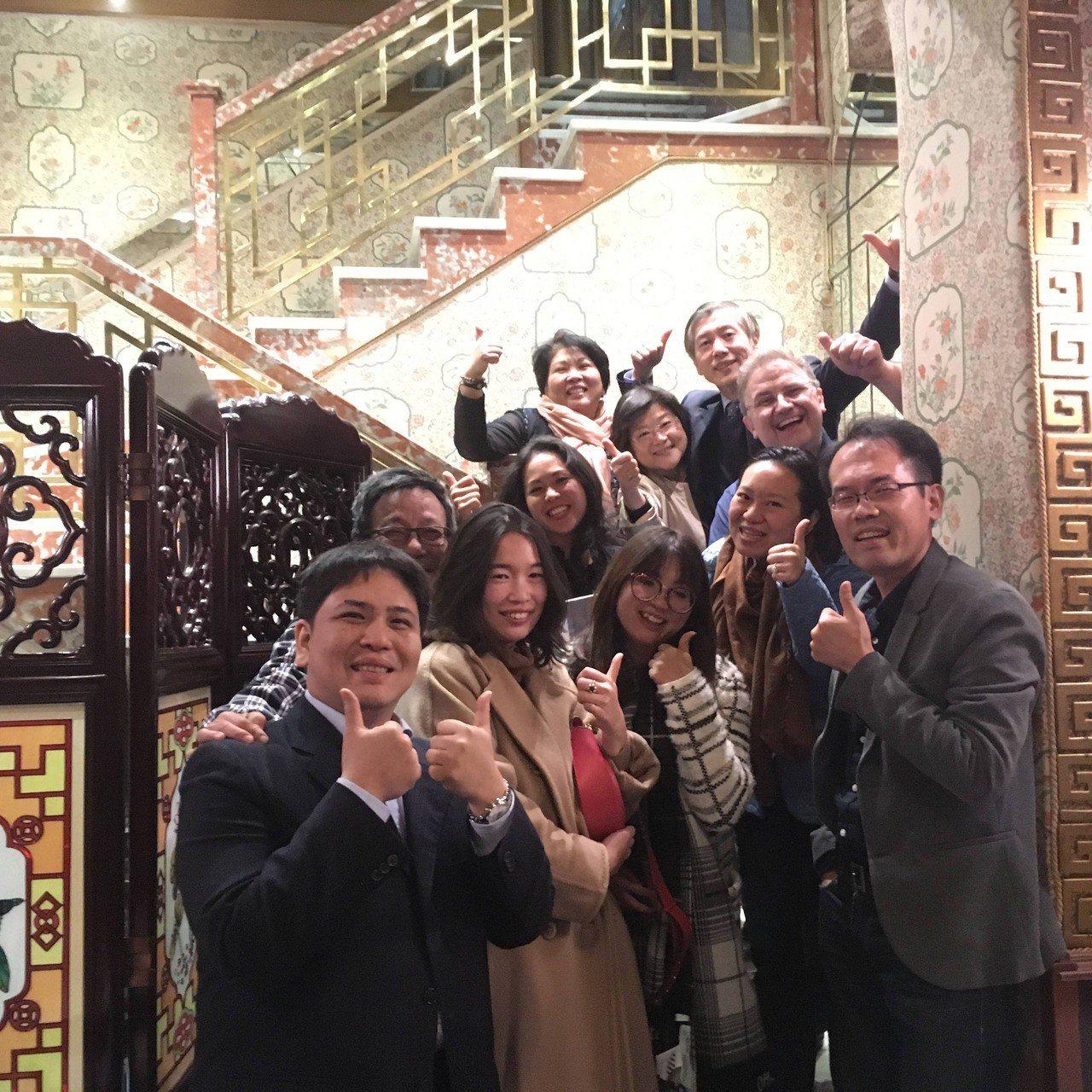 羅馬唯一的台灣餐廳京華周老爹,目前正式交棒給第二代周宸煜(左)經營,成為許多旅義...