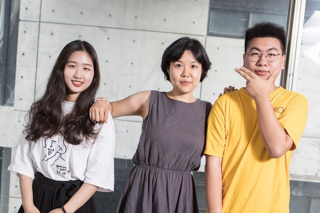 韓國東國大學教授Eun Sun Chin(中)的教學風格與方式甚受學生歡迎。