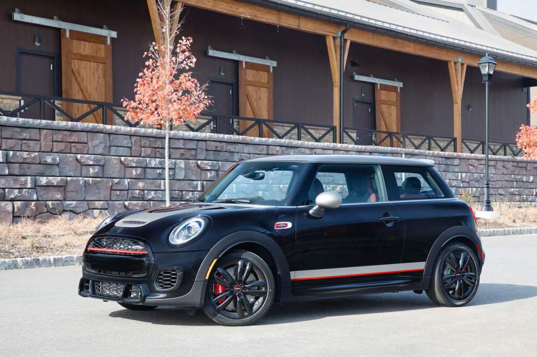 Mini John Cooper Works Knights Edition。 摘自Mini