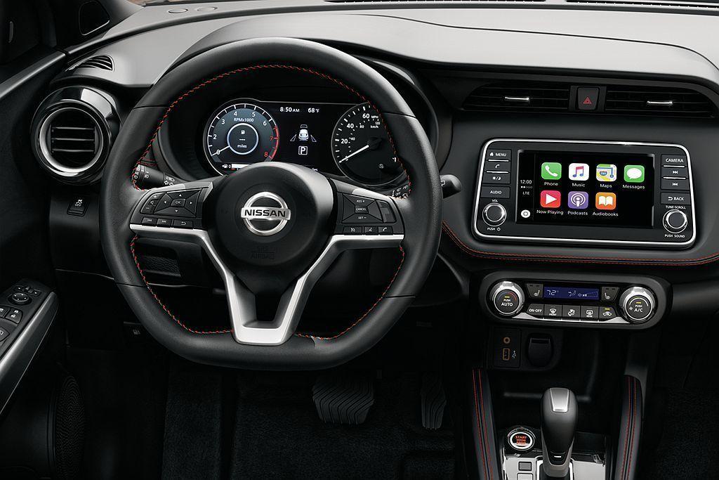 控台標配7.0寸彩色顯示螢幕之餘亦提供Apple CarPlay和Android...