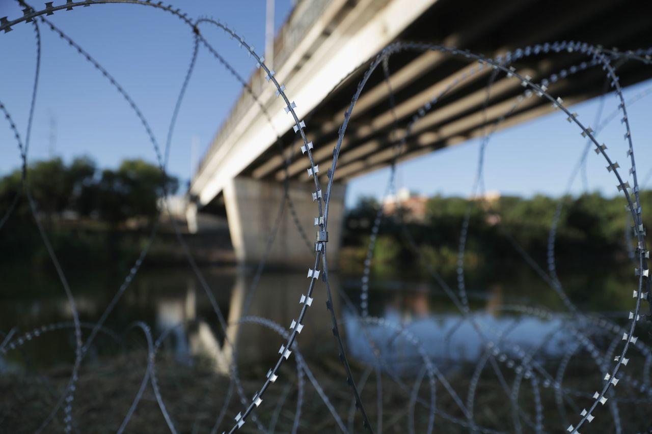 美國總統川普簽署決策備忘錄,授權阻擋移民大車隊的美軍可使用武力。法新社