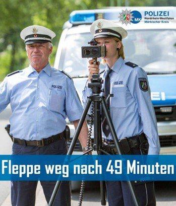 德國警察在臉書分享,一名青少年考到駕照49分鐘後就被吊扣。取自臉書