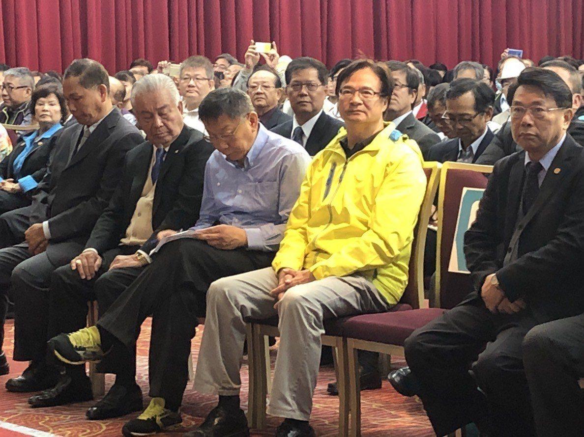 台北市長柯文哲今早出席各行各業挺柯P記者會。記者陳靖宜/攝影