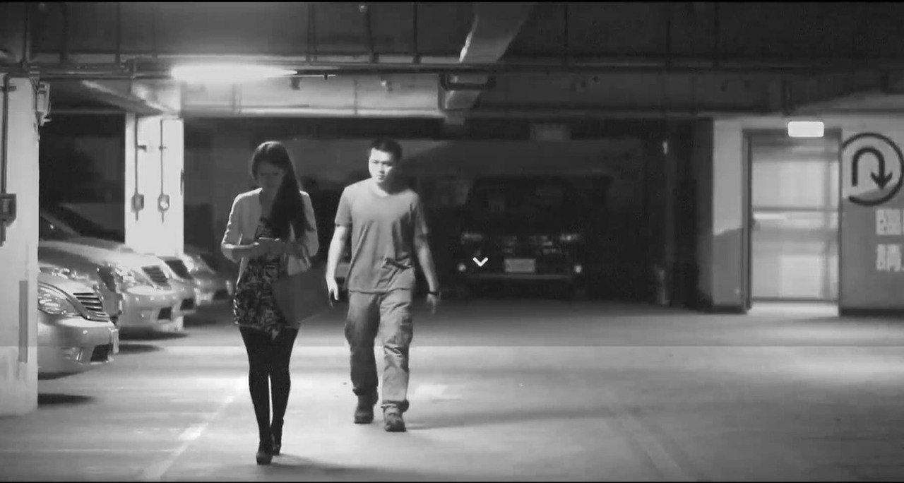 警花所長張惠慈這次飾演夜歸的上班族女子,遭歹徒盯上。記者袁志豪/翻攝