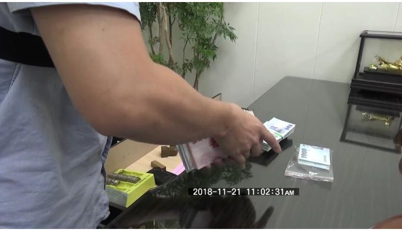 警方現場查扣賭資32萬多元。記者劉星君/翻攝