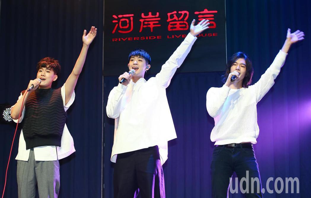 林亭翰、楊影、周書彥合組青田三少下午舉行「我愛你所以每天吃吐司」演唱會彩排記者會...