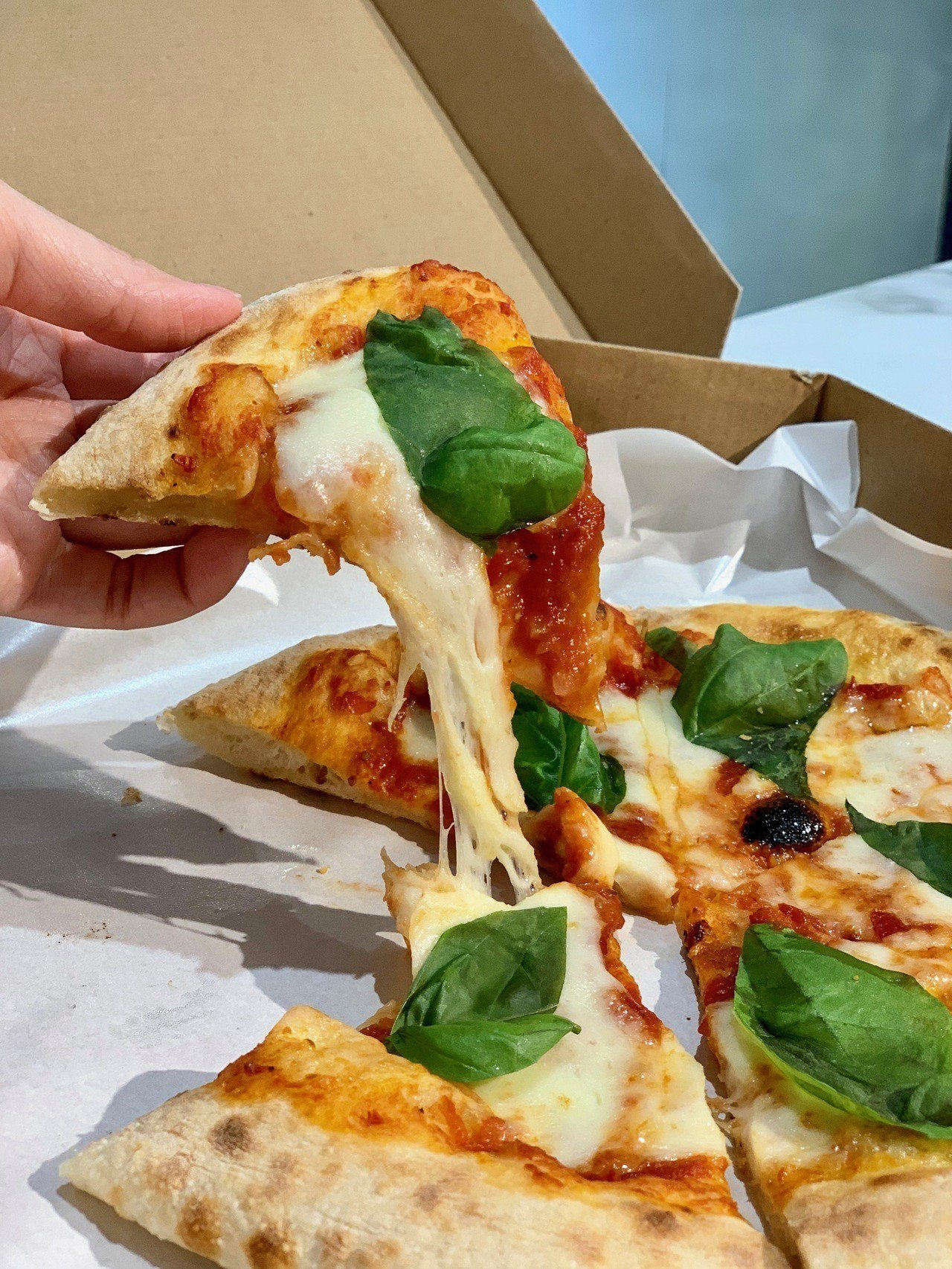 微風超市南京店,提供新鮮現做Pizza披薩等多款熟食。記者張芳瑜/攝影