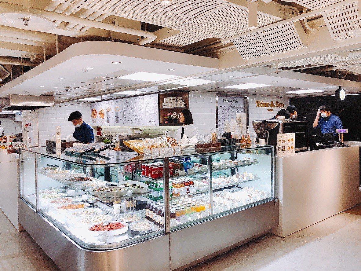 熟食區有沙拉、飲品、三明治等豐富選擇。圖/微風提供