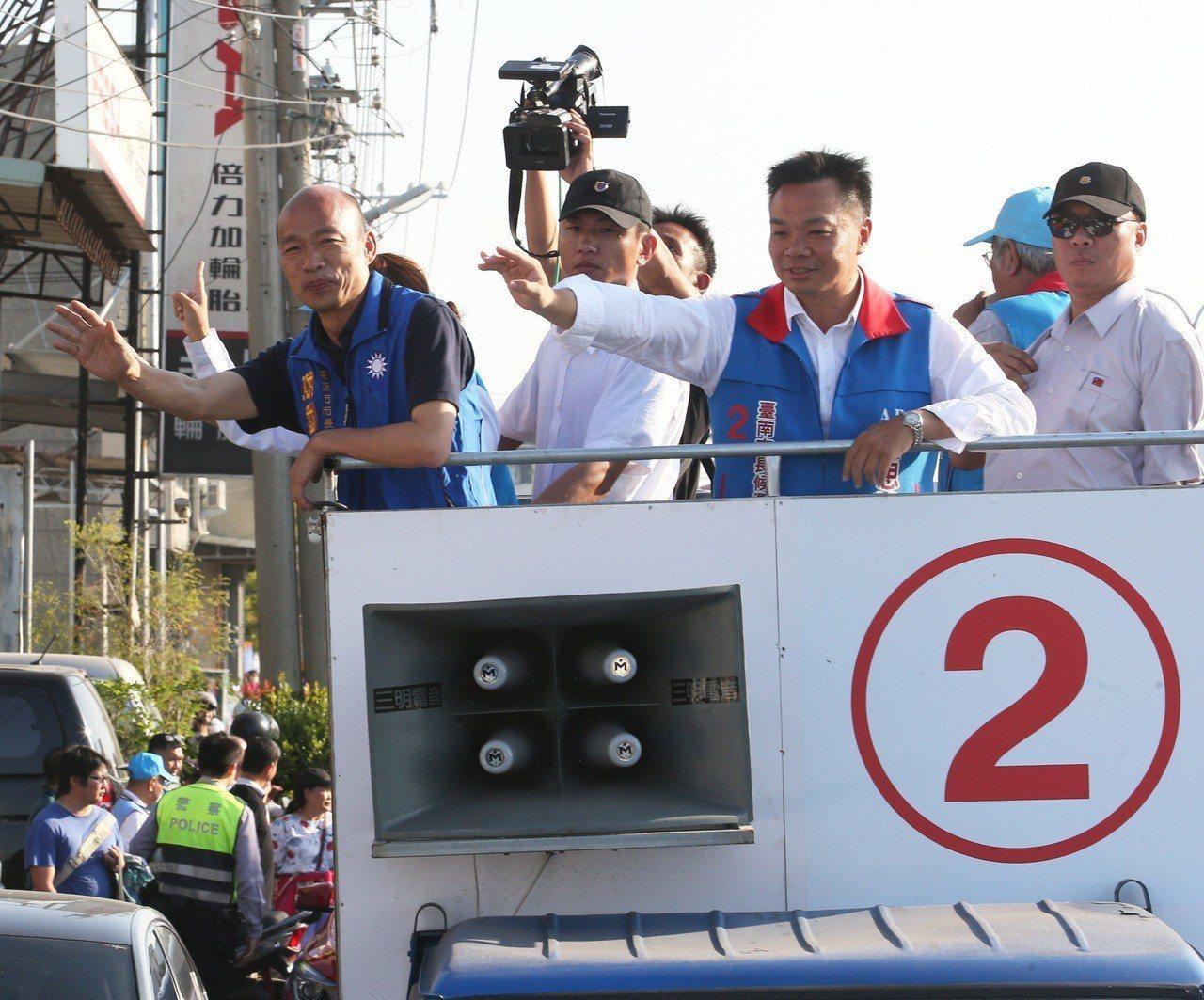 選戰最後時刻,台南巿長候選人高思博、與高雄巿長候選人韓國瑜,今在高雄、台南交界的...