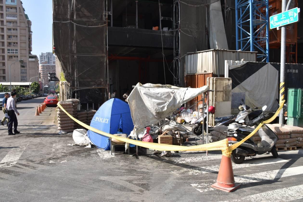 高雄市左營區某建築工地今天發生工安意外,警方到場處理。記者林保光/翻攝