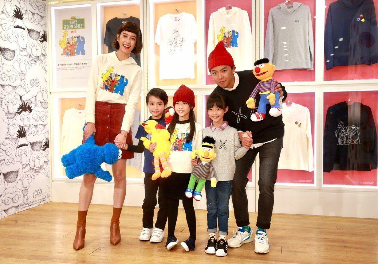 (左起)陳庭妮和伊萊、西打、蘋果與小鬼一起發表今天開賣的UNIQLO KAWS ...