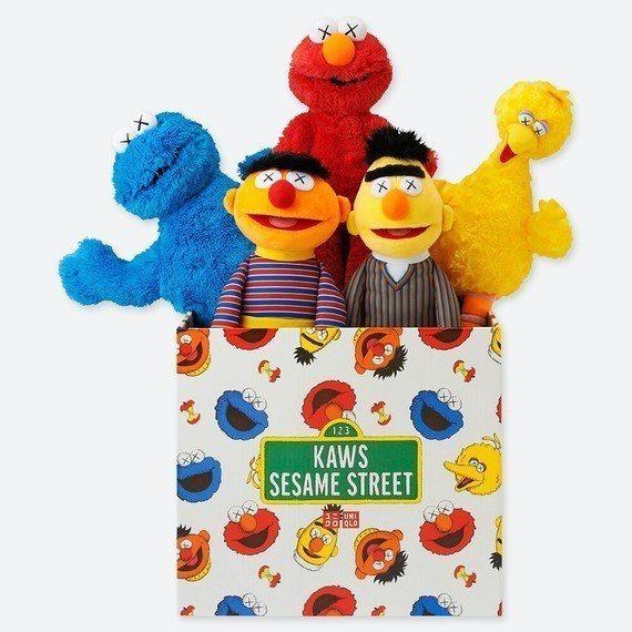 絨毛玩偶收藏組包括艾蒙、餅乾怪獸、大鳥、畢特和恩尼,一組5隻售價4,990元。圖...