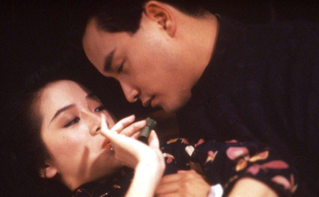 梅艷芳與張國榮在「胭脂扣」的對手戲,已成香港影史經典畫面。圖/高雄市電影館提供
