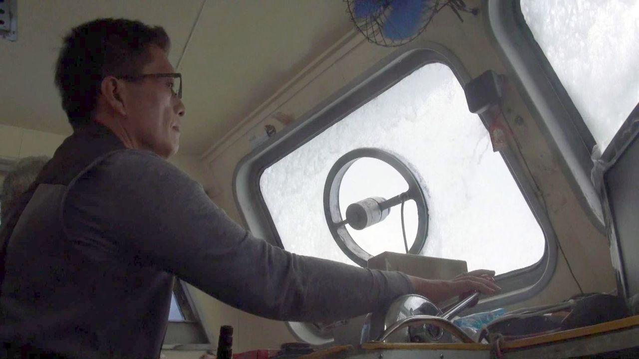 往返馬公與吉貝島的海域今天為九級風,浪比船高。記者王昭月/攝影