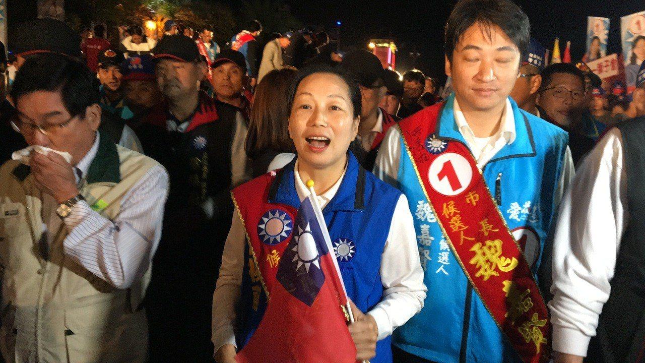 花蓮縣長候選人徐榛蔚帶領數千名支持者在花蓮市遊行。記者徐庭揚/攝影
