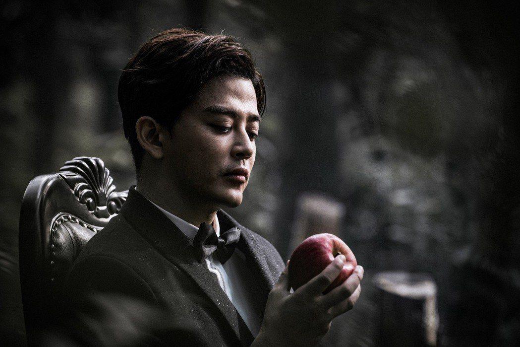 陳曉東睽違台灣電影18年,在「玩命貼圖」扮演死神。圖/星泰提供
