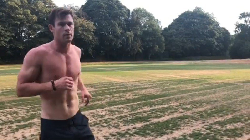 克里斯漢斯沃認真維持體格,曾獲選為「全球最性感男人」。圖/摘自Instagram