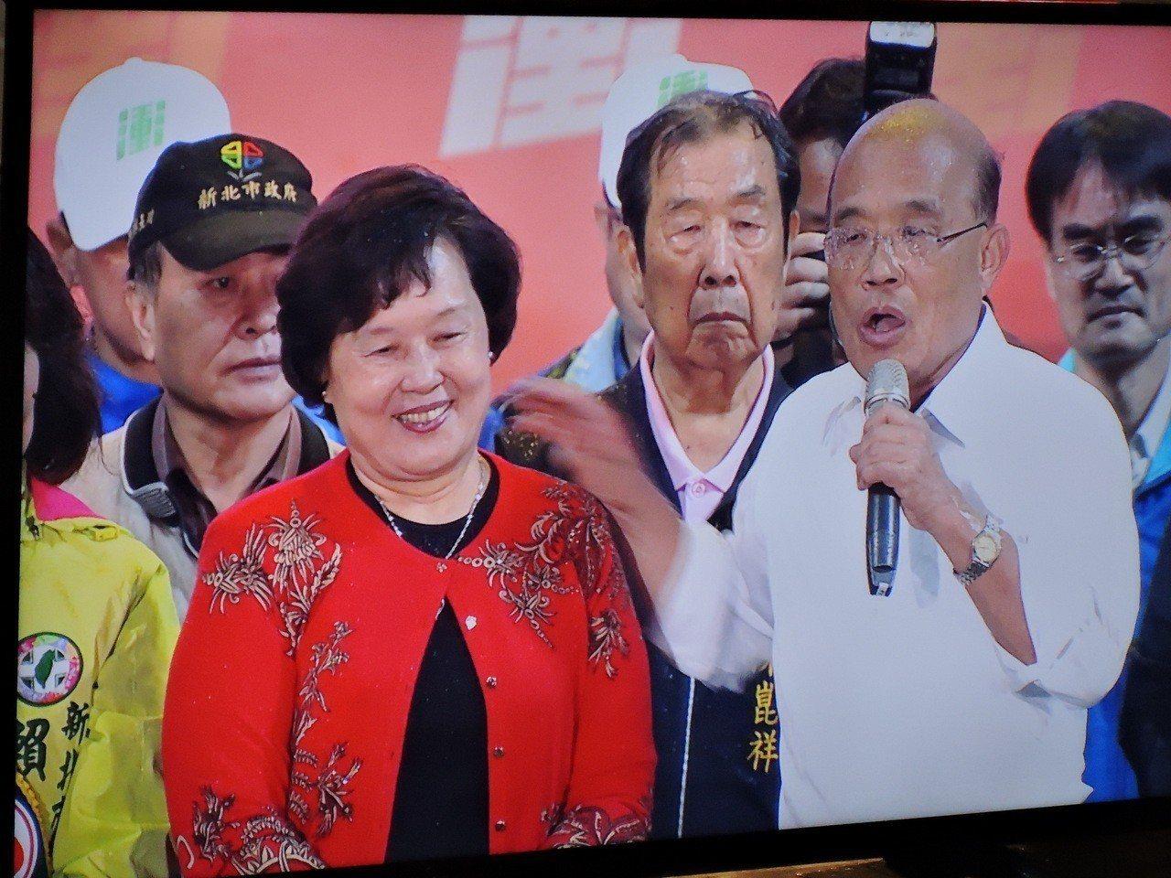 蘇貞昌的太太詹秀齡現身新莊造勢晚會。記者陳珮琦/攝影