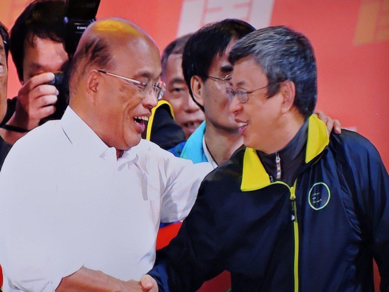 副總統陳建仁和蘇貞昌一起從中和趕到新莊造勢晚會。記者陳珮琦/攝影