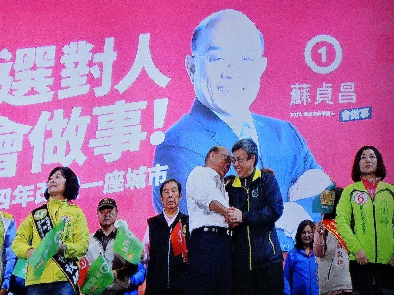 副總統陳建仁和蘇貞昌一起從中和趕到新莊造勢晚會。聯合報系記者陳珮琦/攝影