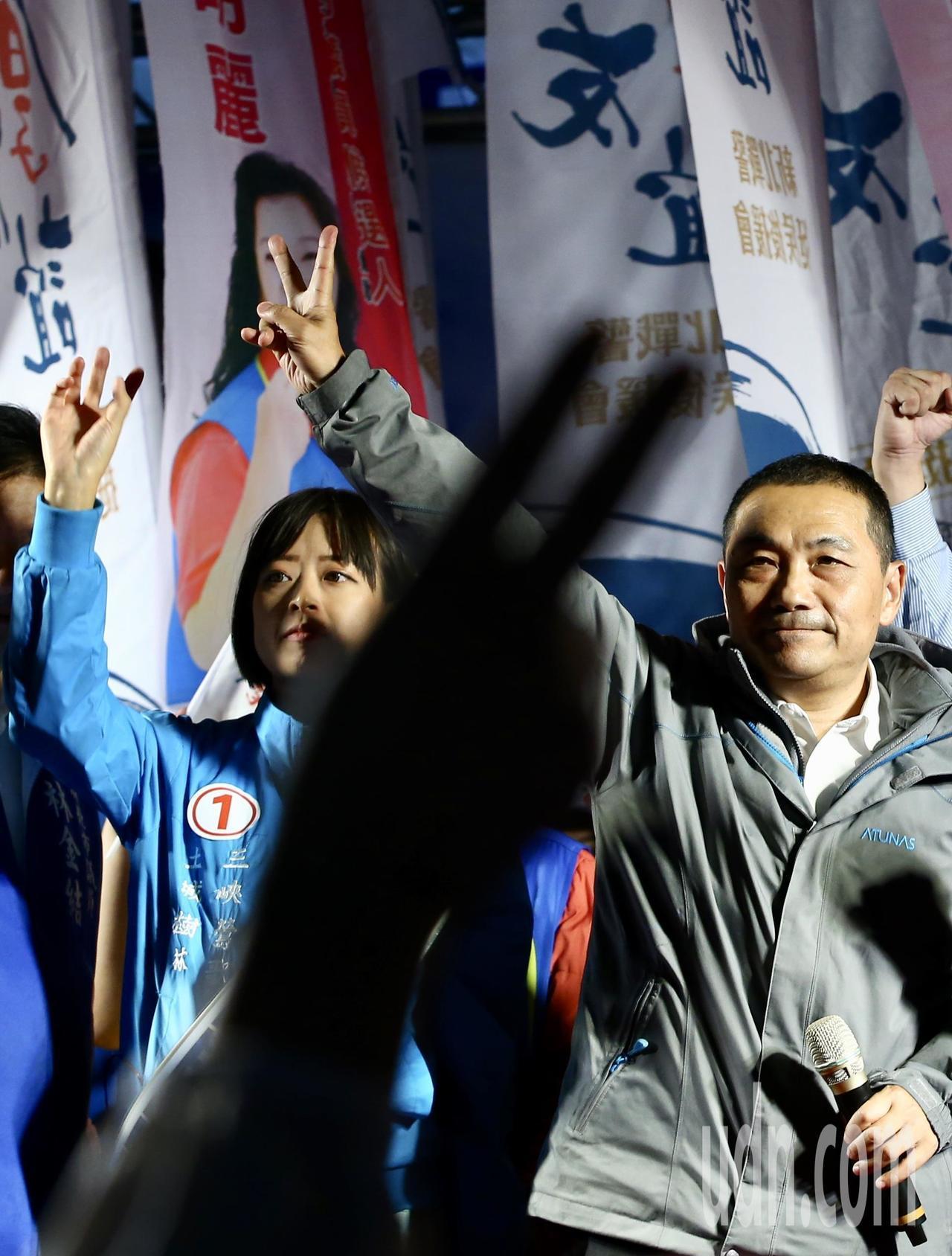 選戰進入倒數最後兩天,國民黨新北市長候選人侯友宜晚上在三峽舉行大型造勢晚會,現場...