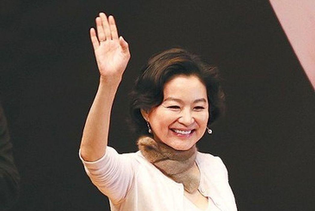 2008年總統大選,林青霞在選票上誤蓋私章,意外投了廢票。 圖/聯合報系資料照片