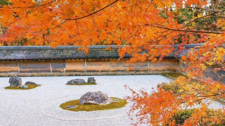 龍安寺枯山水石庭紅葉。 圖/梁旅珠提供