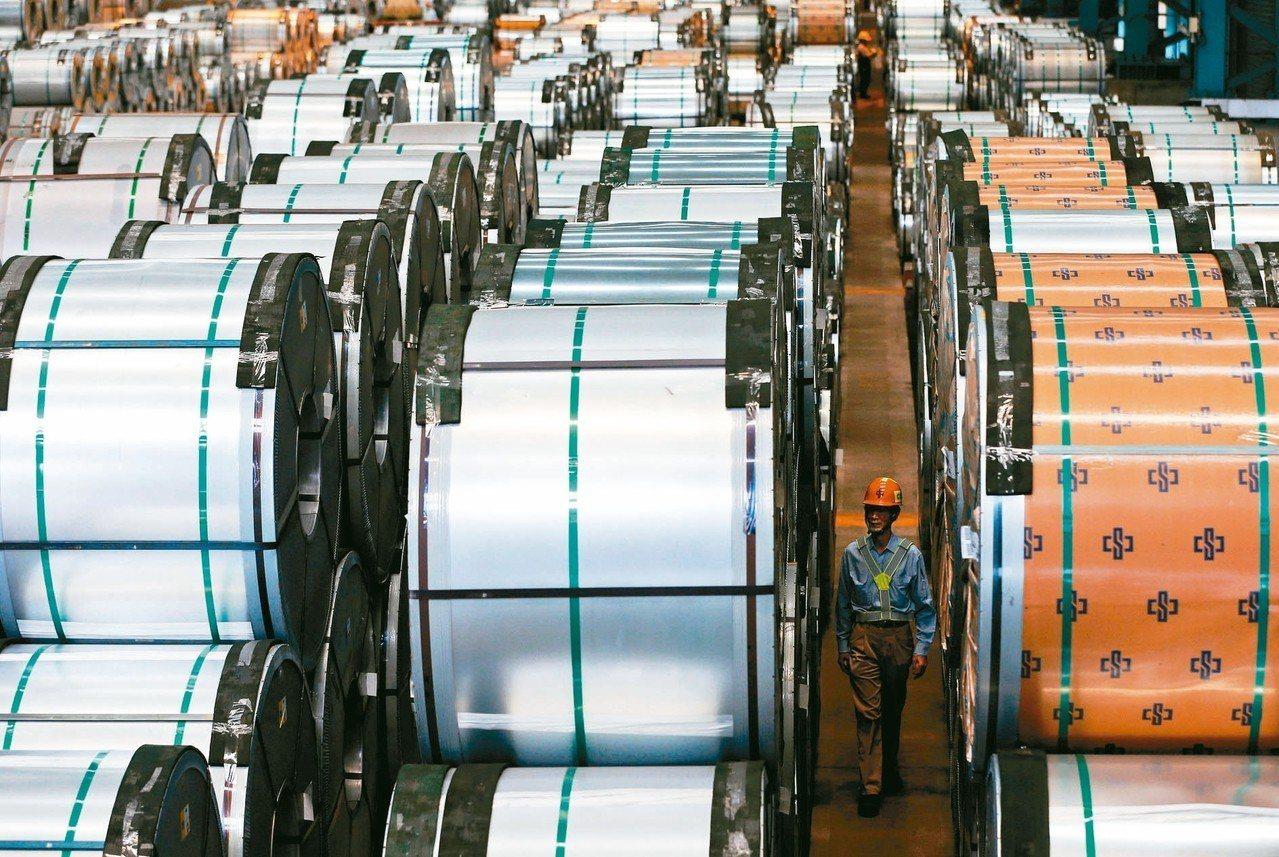 中鋼及子公司中鴻26日雙雙調降熱軋產品價格,每公噸均調降新台幣300元,終止連5...