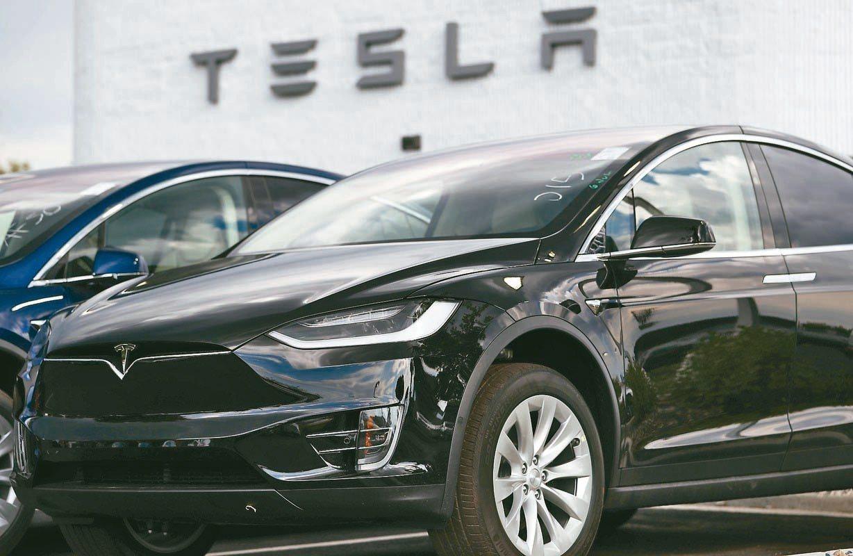 應對中美貿易戰,大陸將進口汽車關稅上調,導致特斯拉10月在中國銷量大跌70%,僅...
