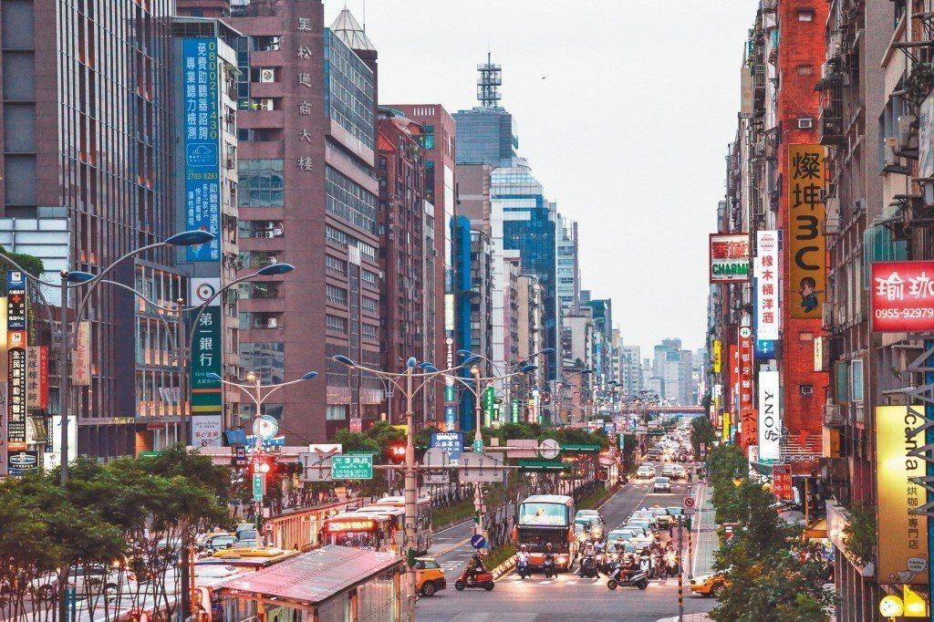 圖為台北市街景。聯合報系資料照