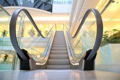遊日習慣要改! 東京站宣導搭電扶梯勿行走