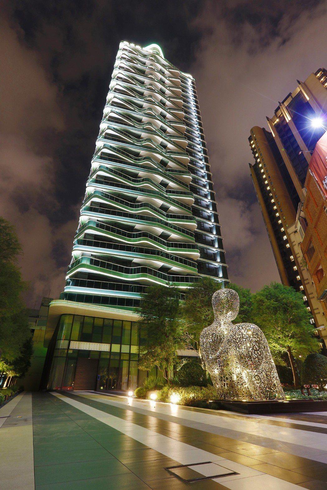 「綠翡翠」綠光熠熠,宛如博愛特區一顆璀璨寶石。 圖片提供/京城建設