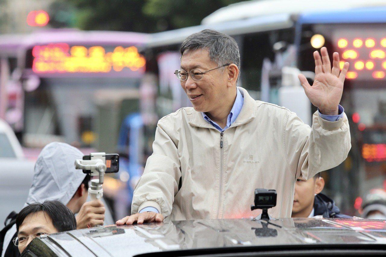 台北市長柯文哲進行車隊掃街。記者林伯東/攝影